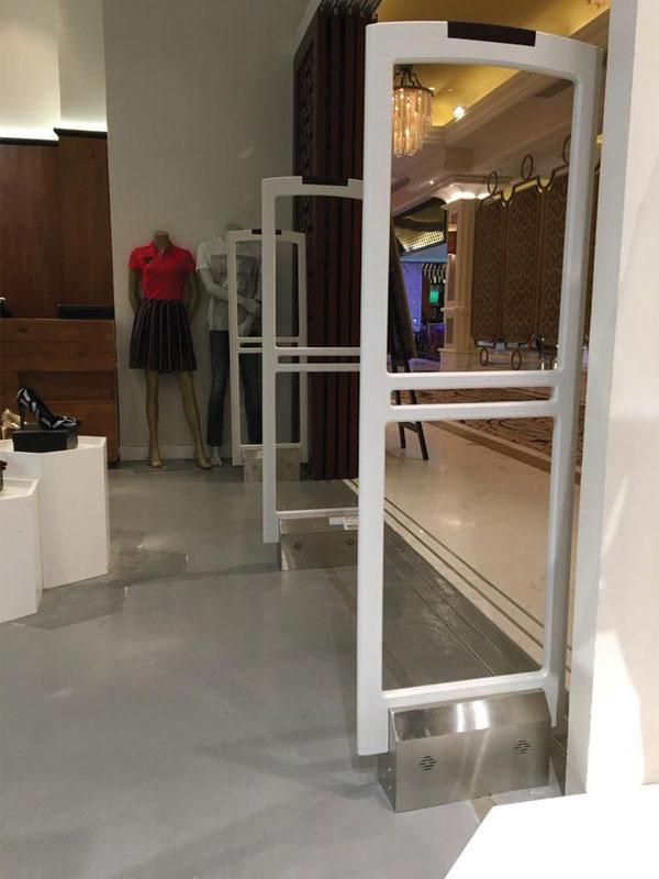 Công Trình Thực Tế lắp cổng an ninh Shop Quần Áo Siêu Thị